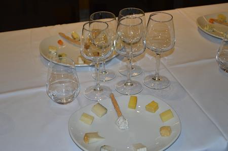Cata de Quesos y Pasion - Quiero Delicatessen Villena - Di Trevi Restaurante - Despensa de Andres - Bodega Sierra Norte
