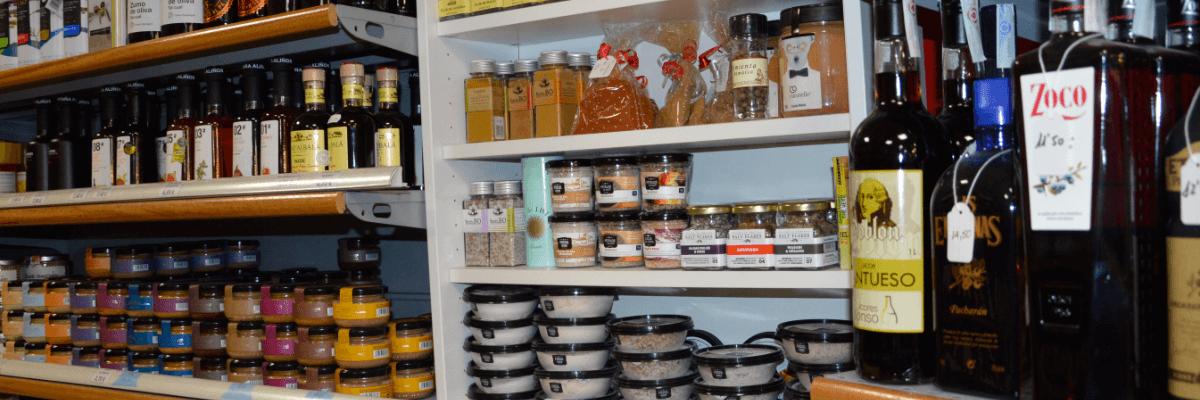 Fotografía con productos de nuestra tienda con los que crear tu cesta de regalo. Cestas de regalo en Villena - Navidad - reyes - Navidades - Cesta de navidad - Villena - Alicante